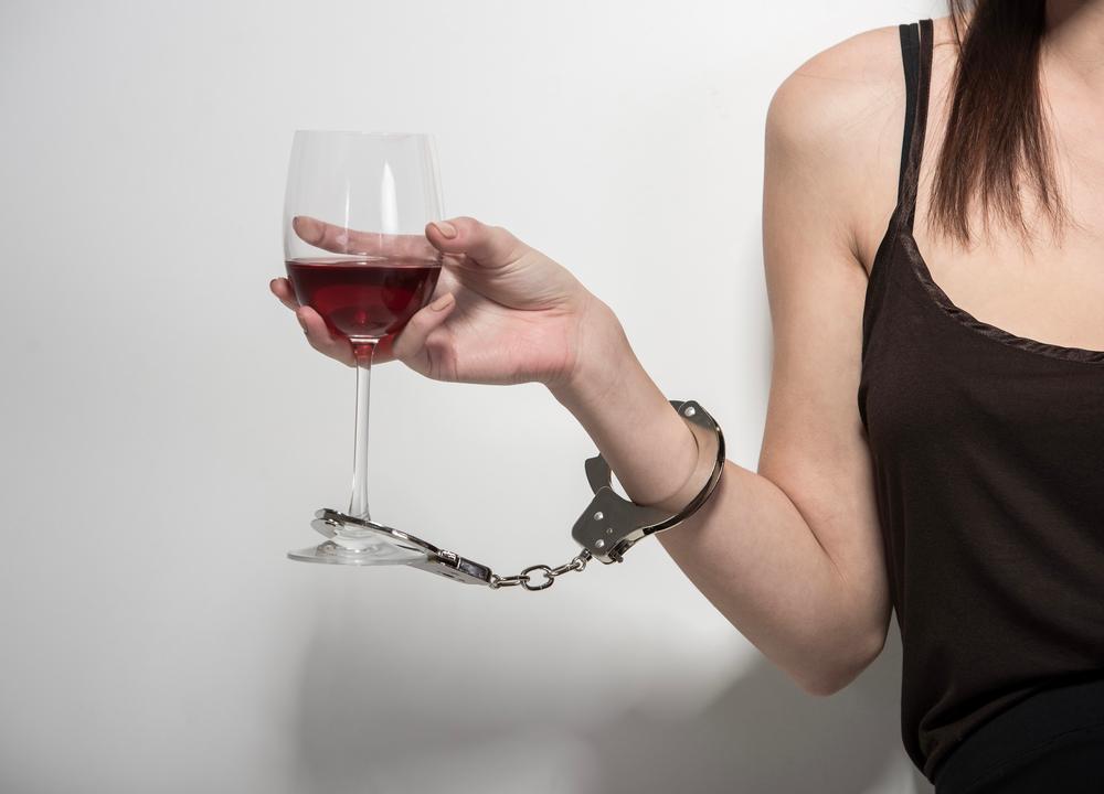 Особенности женского алкоголизма - почему женщины спиваются быстрее мужчин  - статьи психотерапевтического центра «ДАР»